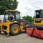 traktor bagr Volvo BL71B + Pásový otočný bagr  Volvo ECR50D